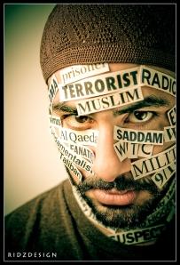 """Med """"false flag""""-operationen 9/11 så lyckades man även med att terroriststämpla muslimer, samt att piska upp ett obefogat hat mot dem i väst. Muslimer är - precis som vi andra - bara brickor i ett större spel..."""