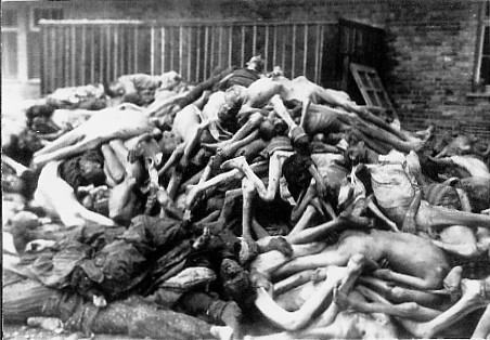 Nej, detta är inte en bild från Auschwitz. Det är en bild på lik från Gulag, som var namnet på de sovjetiska koncentrationslägerna. Varför hör vi nästan aldrig om dessa koncentrationsläger, men hela tiden om nazisternas diton?